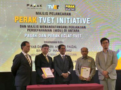 """Majlis Perasmian """"Perak TVET Initiave"""" Dan Majlis Menandatangan Perjanjian Persefahaman (MOU) Diantara Perak ECLAT TVET (PET) Dan Persekutuan Pusat Bertauliah JPK Malaysia (FeMAC)"""